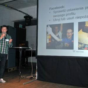Maciej Trojanowicz mówi o możliwościach promocji w mediach społecznościowych.  / fot. J. Kokoszkiewicz
