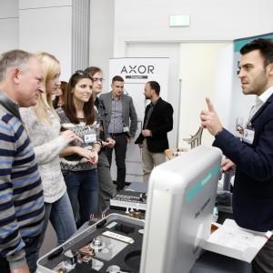 Odpowiadają też na pytania uczestników. / fot. Bartosz Jarosz