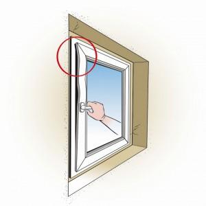 Nieprawidłowe zwymiarowanie otworu montażowego skutkuje wypaczeniem okna i trudnościami z jego obsługą.