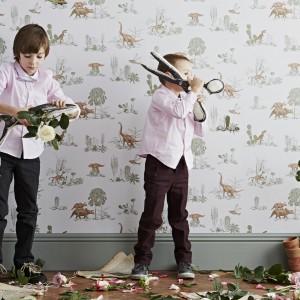 Chyba każdy chłopiec w pewnym wieku przeżywa fazę zainteresowania dinozaurami. Z myślą o nich powstała tapeta marki In-Spaces, z przeróżnymi gatunkami tych stworzeń. Fot. In-Spaces.