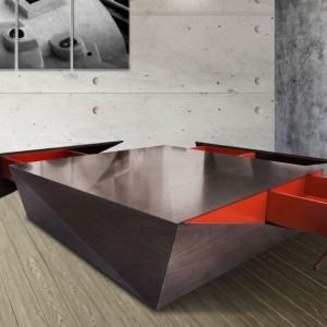 Stół o wymownej nazwie Houidini to projekt studia Fadi Sarieddine, pochodzącego z Dubaju i dumny reprezentant wzornictwa z Bliskiego Wschodu. Wykonany z MDF-u i orzechowego forniru intryguje i zaskakuje geometryczną formą. Fot. dzięki uprzejmości Fadi Sarieddine.