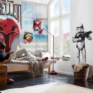 Tapeta z motywami z filmu Gwiezdne Wojny marki Paper Moon będzie ciekawą dekoracją pokoju nastoletniego fana gatunku fantasy. Fot. Paper Moon.