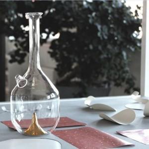 Bree to lekko fantazyjna szklana karafka zaprojektowana przez pochodzące z Bejrutu studio david/nicolas. Zaprezentowana na targach libańską galerię Art Factum.