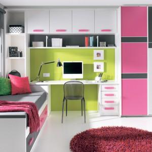 Meblościanki dedykowane najmłodszym bardzo często mają kolorowe fronty, dzięki czemu pokój jest barwny i optymistyczny. Fot. Circulo Muebles.