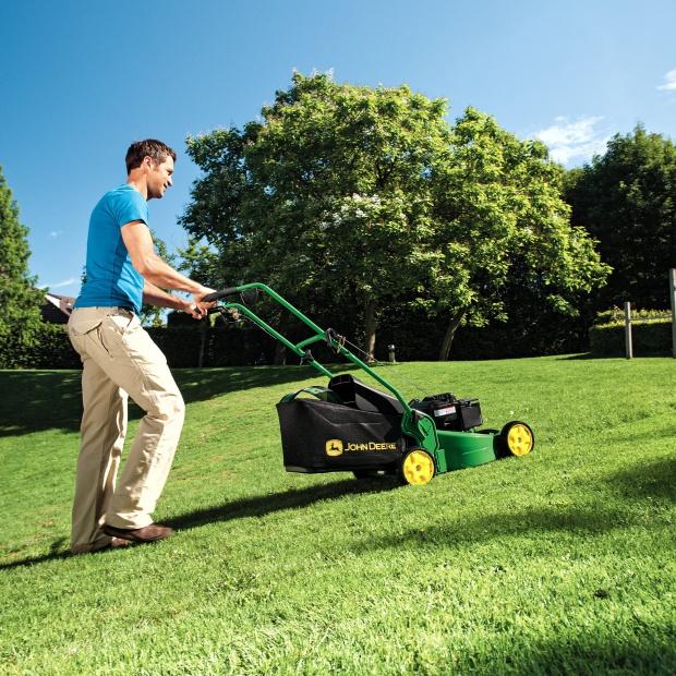 Prace w ogrodzie - praktyczne narzędzia dla każdego