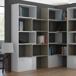 Regały Paco można ze sobą dowolnie zestawiać lub rozstawiać - w zależności od potrzeb. Daje to ciekawe możliwości aranżacyjne i zwiększenie powierzchni do przechowywania książek, kiedy zajdzie taka konieczność. Fot. Cama Meble.