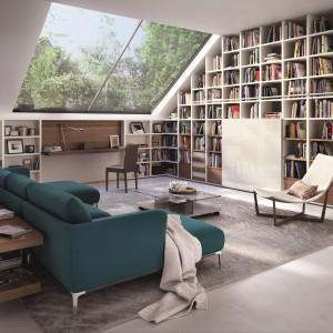W kolekcji Mega-Design niemieckiej marki Hülsta znajdziemy półki na książki na całą ścianę. Zabudowę można elastycznie adaptować do danego pomieszczenia, regulując wysokość, szerokość i głębokość zamawianych półek. Fot. Hülsta.