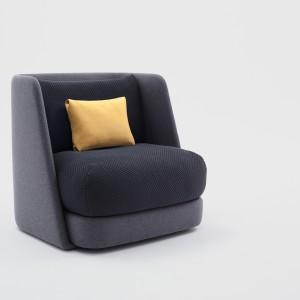 Polska firma Comforty zaprezentowała nowości, autorstwa najlepszych polskich i zagranicznych projektantów. Wśród nich znalazła się Maja Ganszyniec i jej fotel Mellow. Fot. Ernest Wińczyk.