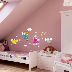Naklejki dekoracyjne Decostickers z serii Primacol Decorative to oryginalny i nieszablonowy sposób na upiększenie pokoju dziecka anielskim wzorem. Z taką dekoracją maluch na pewno będzie czuł obecność swojego anioła. Fot. Unicell Poland.