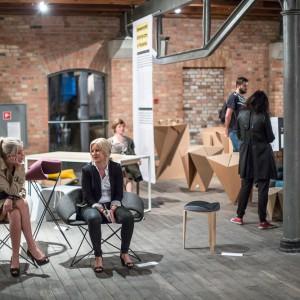 Wernisaż wystawy KOMUNIKACJA w Starym Browarze, która odbyła się podczas ubiegłorocznej edycji Poznań Design Days. Fot. Jakub Wittchen.