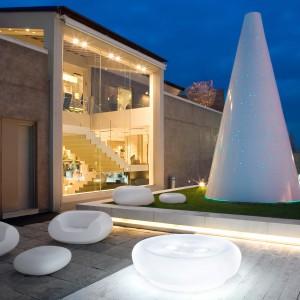 Oryginalne siedzisko Chubby Low dostępne w ofercie włoskiej firmy Slide. Doskonale prezentuje się w ogrodowej przestrzeni. Dostępne w różnych kolorach oraz w wersji lakierowanej. Do kupienia w sklepie Homedesign.pl.