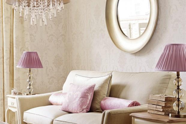 Kolorowe tapety, wzorzyste tkaniny, rzymskie rolety. To dzięki nim wiosna zawita do naszych domów. Zobaczcie co jest modne w tym sezonie.
