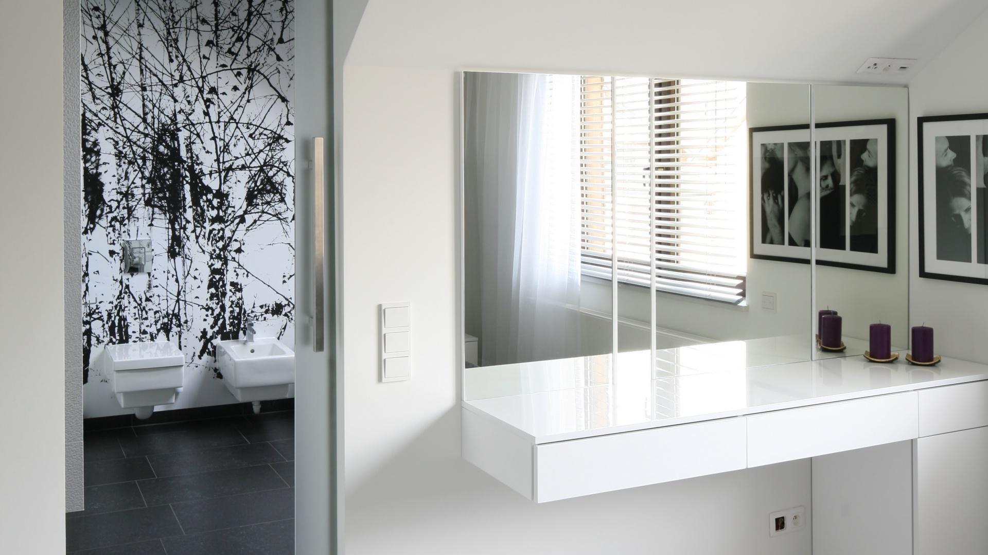 Nowoczesna Sypialnia Wnętrze Z łazienką I Garderobą