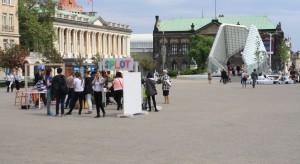 """""""Nowe Oczekiwania"""" pod takim hasłemodbywają się tegoroczne Poznań Design Days. Imprezarozpoczęła się 8 maja w Galerii Miejskiej Arsenał otwarciem kilku wystaw. Nie mogło tam zabraknąć redakcji naszego portalu."""