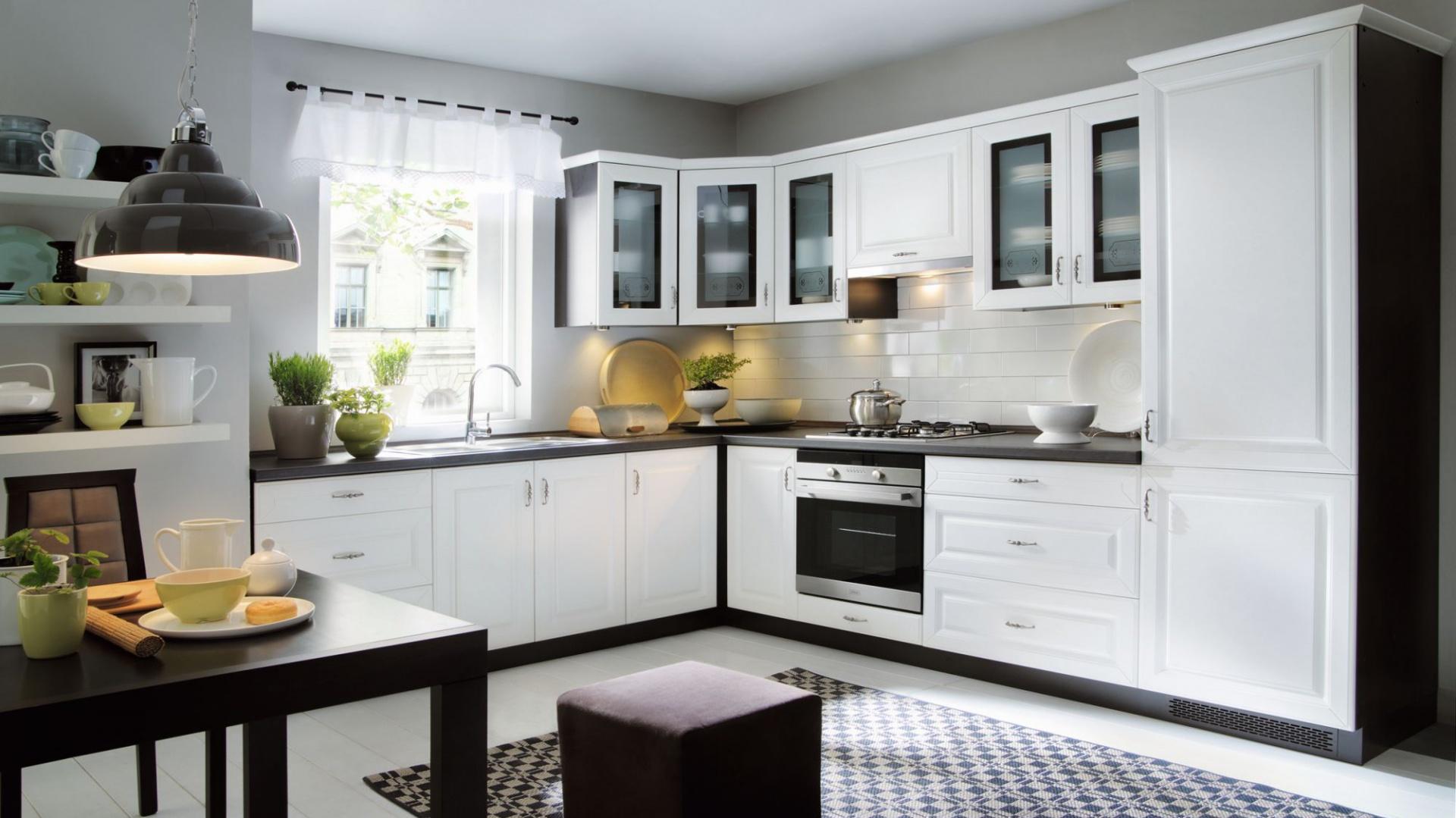 Biała Kuchnia Z Czarnym Blatem Sposób Na Eleganckie Wnętrze