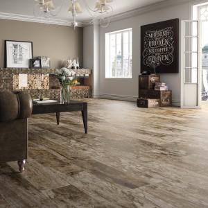 Płytki podłogowe imitujące tradycyjne deski podłogowe z kolekcji Stonewood marki Ceracasa. Fot. Ceracasa.