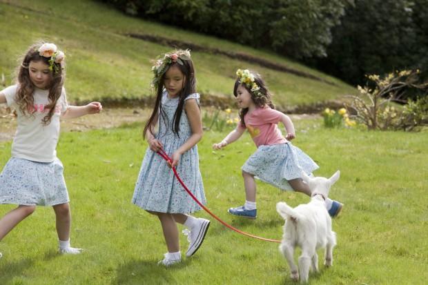 Zabawa dzieci na świeżym powietrzu