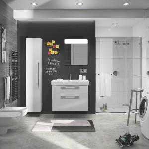 W kolekcji Traffic firmy Koło znajdują się m.in. szafki boczne i podumywalkowe (do umywalek pojedynczych i podwójnych) w białym połysku, które dodadzą aranżacji łazienki nowoczesnego wyrazu. Fot. Koło.