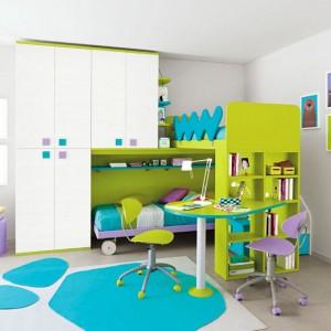 Jeśli nie mamy zbyt wiele przestrzeni, aby wstawić dwa osobne biurka, warto wykorzystać model przeznaczony dla dwójki dzieci. Szeroka oferta producentów z pewnością pozwoli znaleźć idealny mebel. Fot. Colombini Casa.