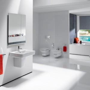 Niemieccy projektanci Schmidt i  Lackner sygnują szeroką serię Senso Square, która daje wiele możliwości we współczesnym wnętrzu. Oferta pozwala na idealne wykorzystanie przestrzeni. Małe rozmiary umywalek i misek w wersji Compacto pozwalają na piękną i funkcjonalną aranżację nawet niewielkiej łazienki. Fot. Roca.