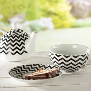 Nowoczesne wzornictwo oraz zdecydowane kolory zestawu marki Dekoria zostały połączone z klasyczną formą. Pojemność czajnika 400 ml, pojemność filiżanki 250 ml. Cena: 68 zł. Fot. Dekoria.