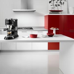 Pyszną kawę nie tylko od święta pozwoli przygotować ekspres wysokociśnieniowy ECO 311 marki De'longhi. Sprzęt wyposażony m.in. w system samoprzygotowania, ubijak do kawy oraz podgrzewanie filiżanek kosztuje ok. 649 zł. Fot. De'longhi.