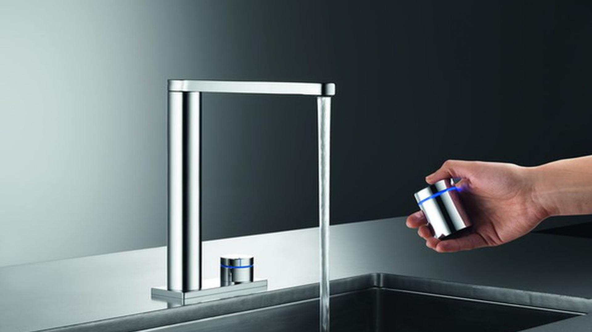 Bateria wyposażona jest w szereg funkcji, ułatwiających codzienne prace kuchenne. Pozwala na zaprogramowanie trzech ustawień wody, a co więcej, można nią zdalnie sterować. Fot. Franke.
