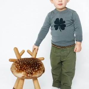 Oryginalne siedzisko powstało z inspiracji urodą leśnego jelonka. Wzbudzi zachwyt i uśmiech nie tylko na twarzy dziecka. Mebel dostępny w einrichten-design.de. Fot. Einrichten-design.
