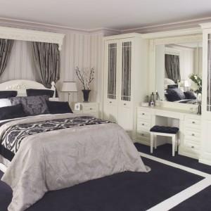 Toaletka może być osobnym meblem lub częścią praktycznej zabudowy. W takim przypadku na pewno będzie idealnie wkomponowana w aranżację sypialni. Fot. Hammonds Furniture.