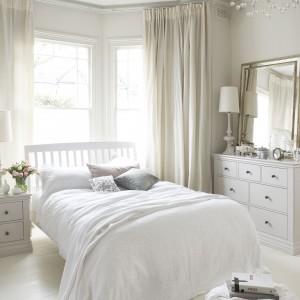Stylistyka skandynawska to świetne rozwiązanie do sypialni. Spokojna aranżacja zapewnia swobodę i pełen wypoczynek. Fot.  Fot. Furniture Village.