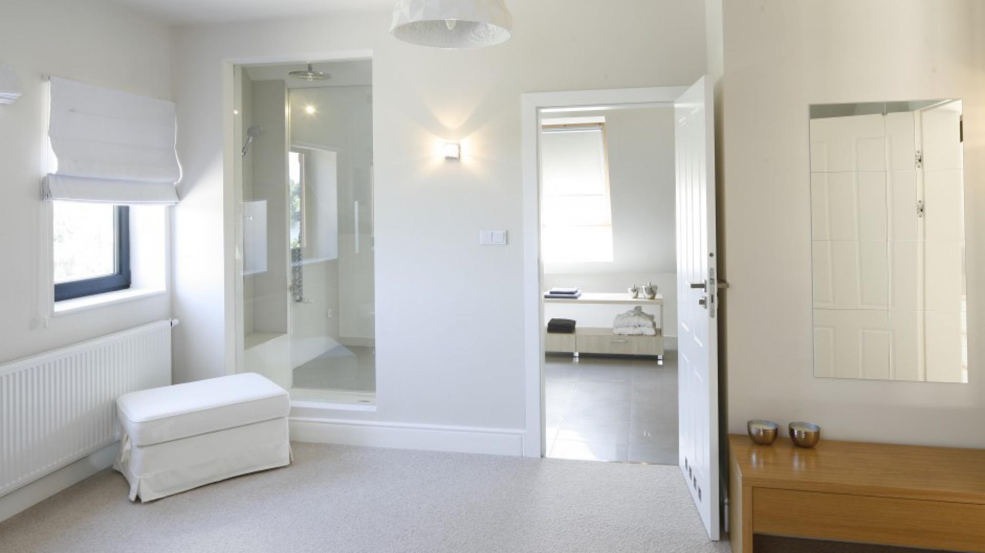 łazienka Przy Sypialni Jasne Wnętrze Na Poddaszu