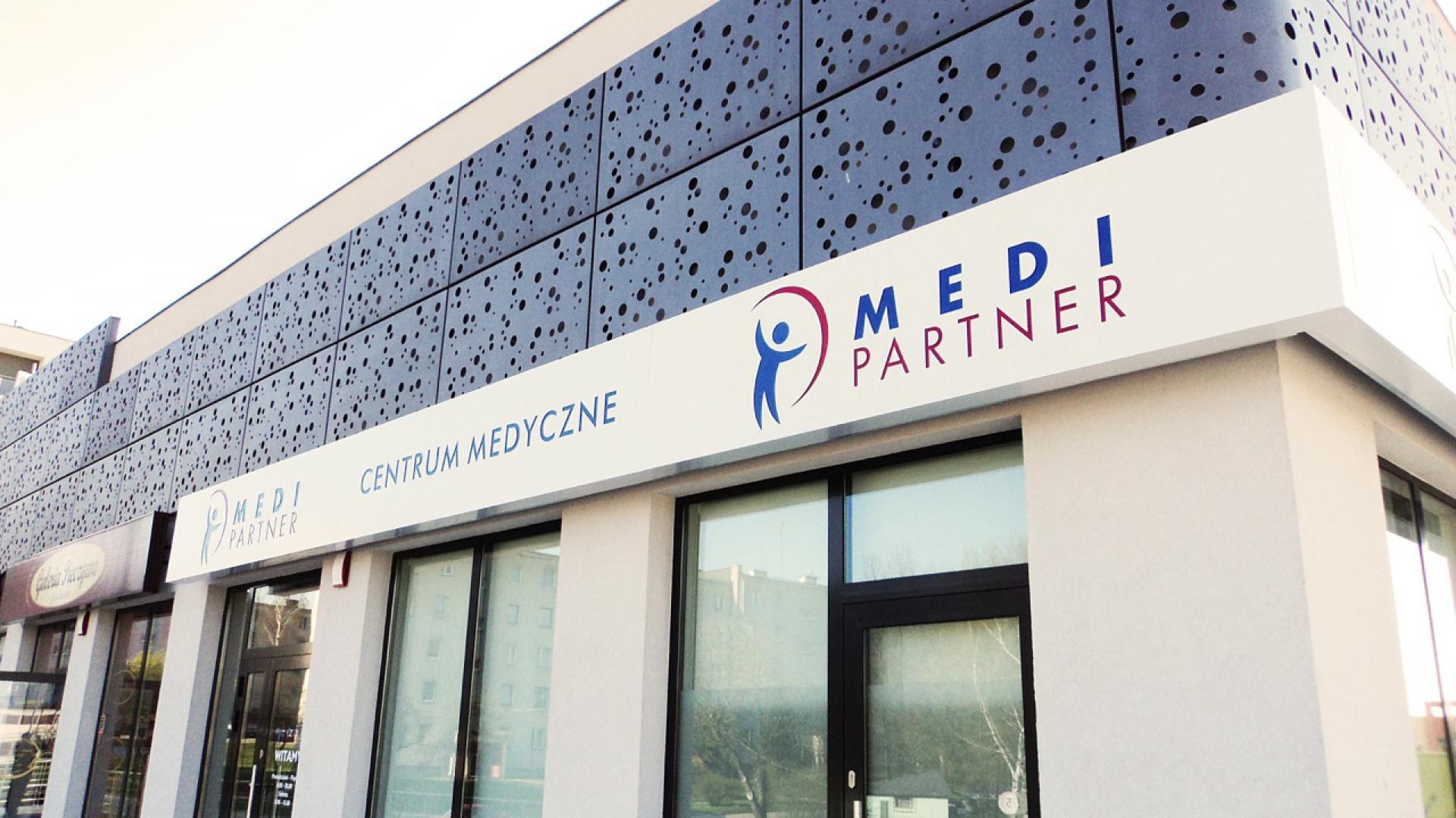 Projekt oznakowania wewnętrznego i zewnętrznego kieleckiej placówki Medi Partner to zasługa Grupy Advertis. Fot. Grupa Advertis