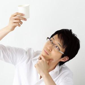 Oki Sato to niezwykle wszechstronny projektant. Jego prace obejmują meble, instalacje, stolarkę otworową, a nawet... czekoladki.