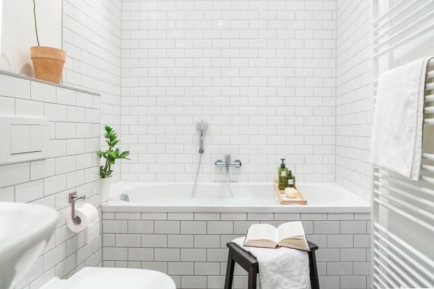 Jasna łazienka w skandynawskim stylu