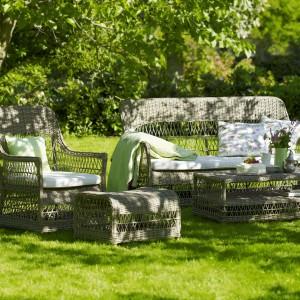 Meble z kolekcji Georgia Garden dostępne w ofercie marki Sika Design. Zapewnią wygodny odpoczynek w każdym ogrodzie. Wykonane z rattanu w kolorze szarym. Fot. Sika Design.
