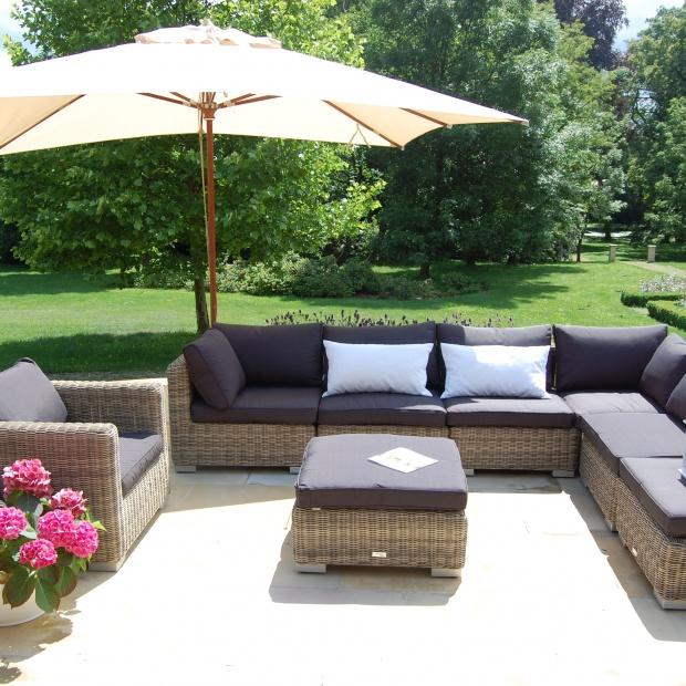 Wypoczynek w ogrodzie i na tarasie. 20 pięknych kolekcji mebli