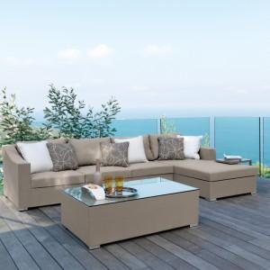 Meble dostępne w ofercie firmy Talenti. Wygodna kanapa w komplecie ze stolikiem doskonale sprawdzi się zarówno w ogrodzie, jak i na tarasie. Ich piękna, beżowa kolorystyka nada wypoczynkowej przestrzeni elegancki charakter. Fot. Talenti.