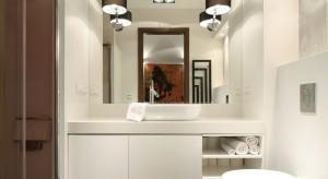 Łazienka jest miejscem, w którym szczególnie powinniśmy zadbać o prawidłowe oświetlenie. W naszym przeglądzie znajdziecie pomysły architektów na oświetlenie właśnie łazienki.
