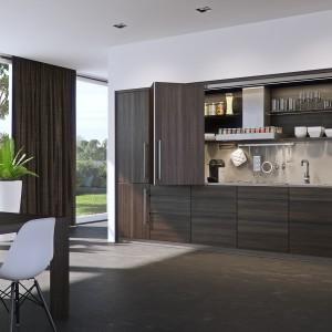 Aneks kuchenny warto wyposażyć w system drzwi składanych, zamontowanych nad wnęką z powierzchnią roboczą i górnymi półkami. Pozwolą one w prosty i łatwy sposób przesłonić nieporządek w kuchni, gdy w salonie chcemy podjąć gości. Fot. Peka, system HAWA-Conceptia.