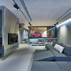 We wnętrzu panuje klimat, nawiązujący luźno do stylistyki industrialnej, minimalistycznej, ale przede wszystkie, ultra-nowoczesny. Projekt i zdjęcia: Millimeter Interior Design.