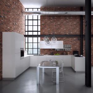 Jeśli marzy nam się kuchnia w stylu loft, motyw ceglanej ściany jest idealnym wyborem. Ściany wykończone kamieniem dekoracyjnym Loft Brick przybierają surowy wygląd i nawiązują do wizerunku fabrycznej hali. Fot. Stone Master.