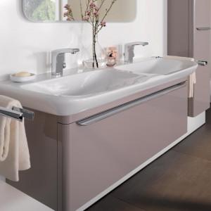 Umywalka o lekko zaokrąglonych kształtach z kolekcji MyDay wnosi do łazienki naturalną i wyjątkowo elegancką lekkość. Fot. Keramag.