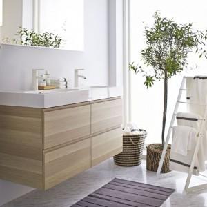 Podwójna umywalka Brabiken do kompletowania z szafką Godmorgon z dwoma szufladami dostępnymi w kliku kolorach. Fot. IKEA.