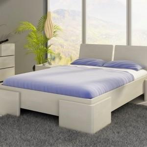 Nowoczesne łóżko Argento marki Visby, o niebanalnym i ciekawym designie, wprowadzi do sypialni powiew świeżości oraz nada jej oryginalny wygląd. Wysokie ułożenie materaca zdecydowanie ułatwi poranne wstawanie. Cena: ok. 1.300 zł. Fot. Visby.