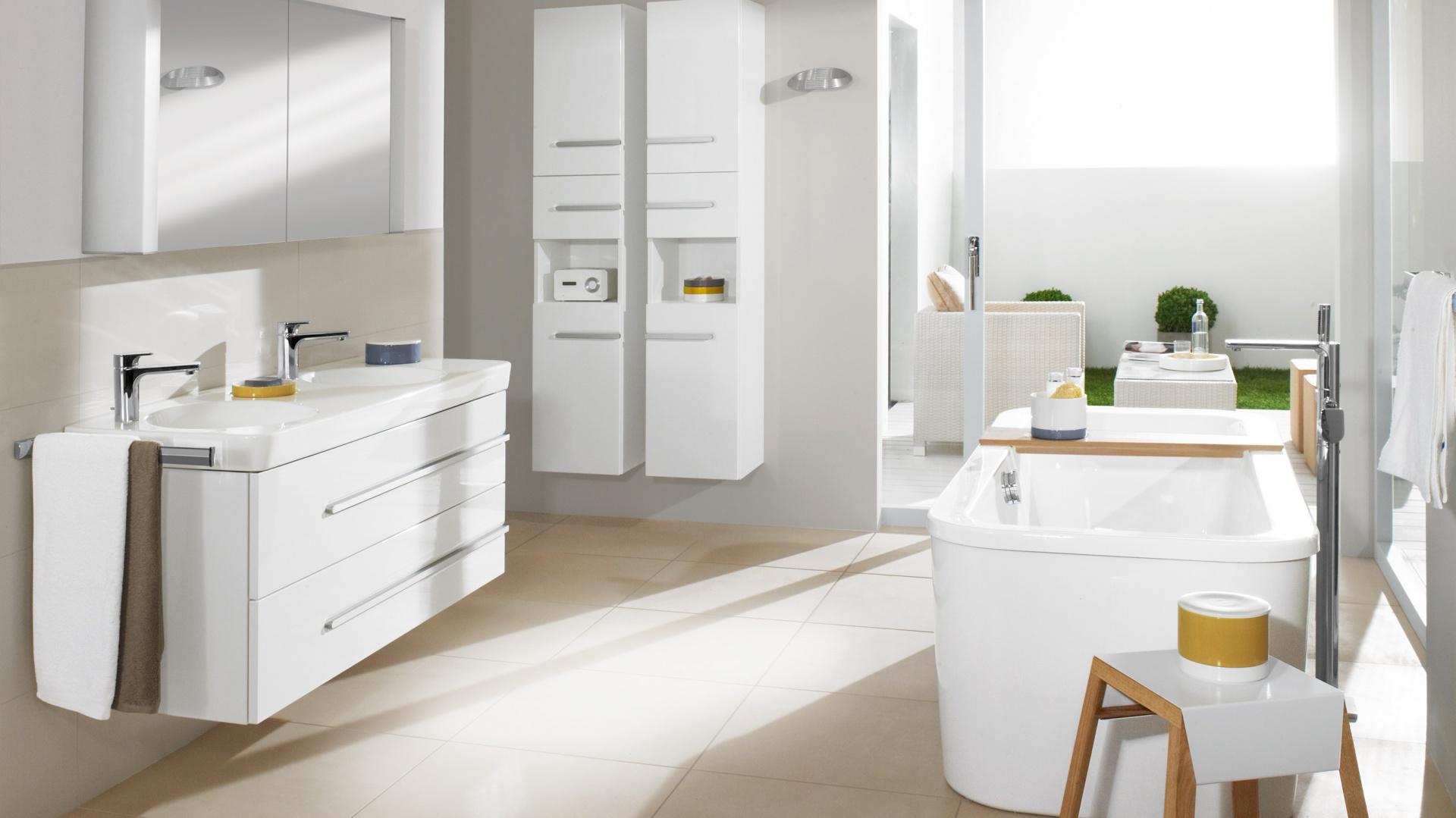 Podwójna umywalka z kolekcji Joyce. Blaty umywalkowe o ponadczasowym wzornictwie posiadają głębokie umywalki oferowane w sześciu rozmiarach. Fot. Villeroy&Boch.