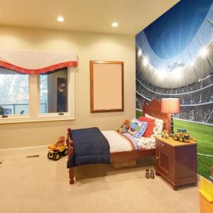 Wielcy fani futbolu najchętniej całe dnie spędzaliby na stadionie. Marzenie to pomoże zrealizować fototapeta marki Minka z widokiem na stadion z perspektywy zawodnika. Fot. Minka.