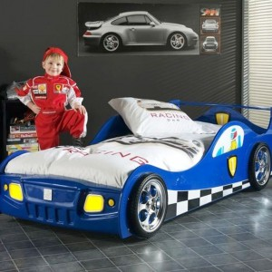 Rajdy samochodowe, za sprawą Roberta Kubicy, cieszą się ogromną popularnością. Marzenia o występie w prestiżowej imprezie pomoże spełnić łóżko-samochód Monza Blue marki Vipack. Fot. Vipack.
