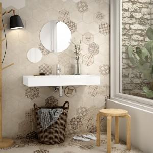 Płytki z kolekcji Hexatile Cement o  jasnej, stonowanej kolorystyce i pięknym wzorze. Fot. Equipe.