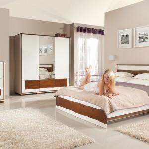 Sypialnia to nie tylko miejsce wypoczynku, ale również przechowywania. Duża szafa i komoda z powodzeniem pomieszczą garderobę i inne drobiazgi, dzięki czemu w pomieszczenie będzie wygodne i uporządkowane. Fot. Mebin.