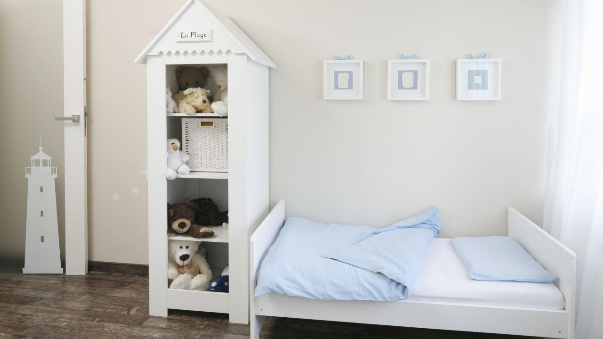 Drzwi ze szkła mlecznego pozwalają rodzicom dyskretnie obserwować, co robi ich dziecko, nie odwracając uwagi malucha od zabawy. Projekt: Katarzyna Uszok. Fot. Bartosz Jarosz.
